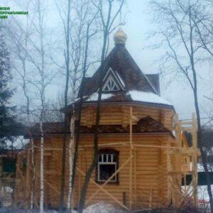 chasovnya_iz_brevna_proekt_3_(1_yij_etap,_vozvedenie_sruba_pod_kryishu)_foto_5